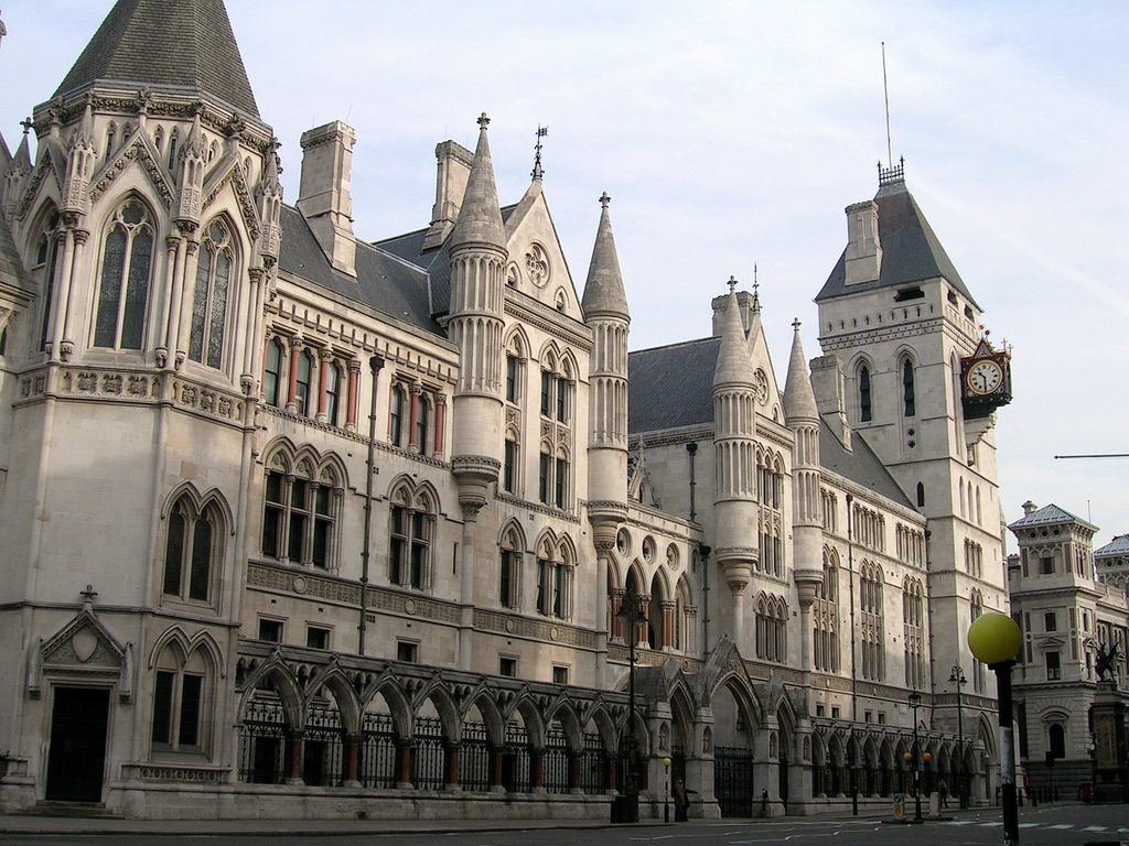 Source: https://upload.wikimedia.org/wikipedia/commons/e/ed/Royal_Court2.jpg