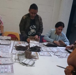 Above: Counting votes in Mártires de Tlatelolco, Mexico City (Photo: Hazel Marsh)